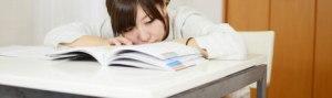小画像勉強に飽きた女の子